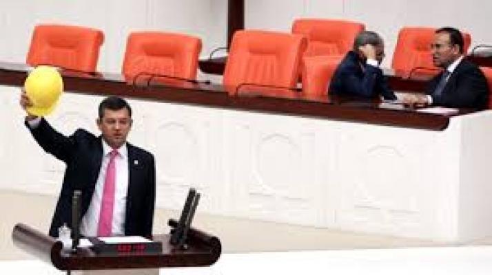 CHP'li Özel: Erdoğan'a SARI KART göstermek lazım!