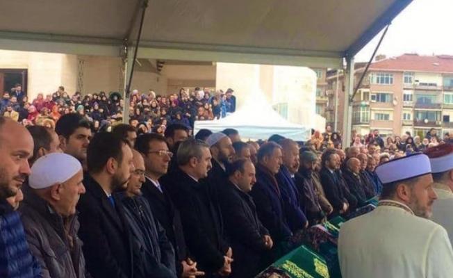 İşte Erdoğan'ın göremediği cenaze törenindeki CHP'liler