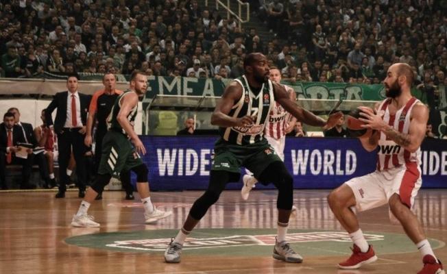 Panathinaikos Olympiakos maçı yarıda kaldı