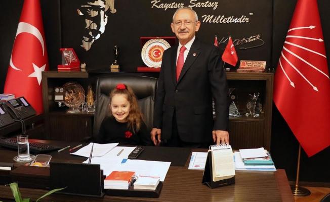 Kılıçdaroğlu koltuğunu şehit çocuğuna devretti