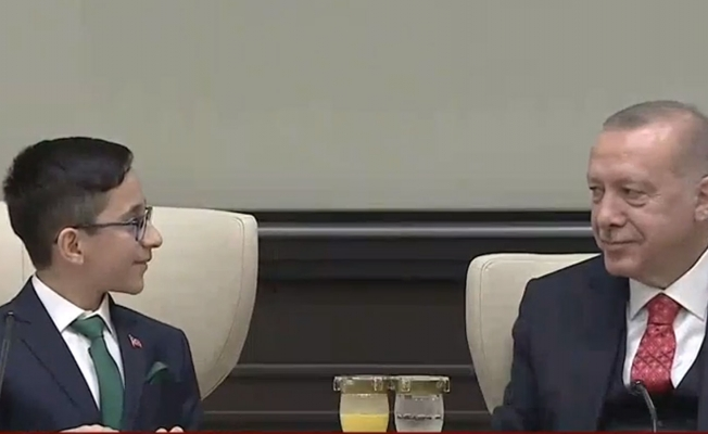 Minik Cumhurbaşkanı: 'Aşılamayacak sorumuz yok'