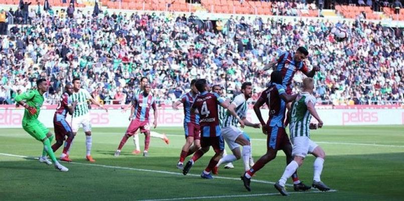 Atiker Konyaspor- Trabzonspor maçı nefes kesti! Tam 4 gol