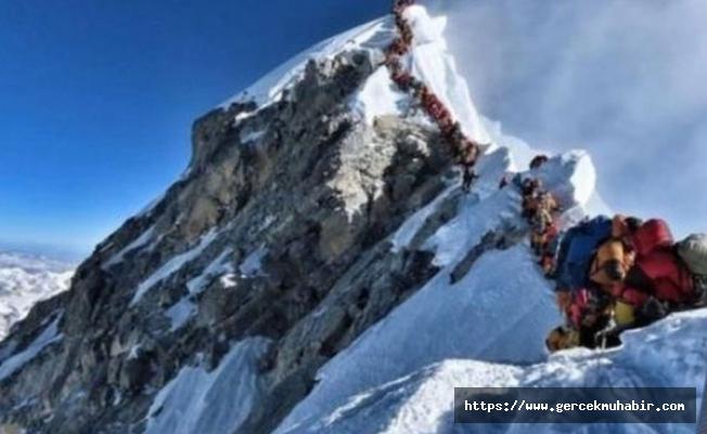 Everest'te 3 dağcı daha hayatını kaybetti