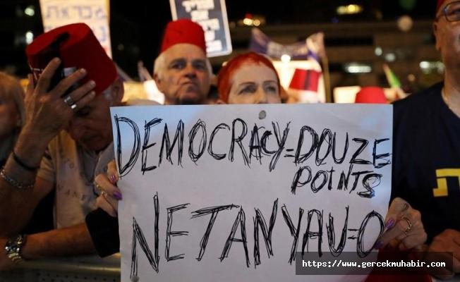 """Fes takıp, """"Türkiye gibi olmayacağız"""" sloganı attılar"""