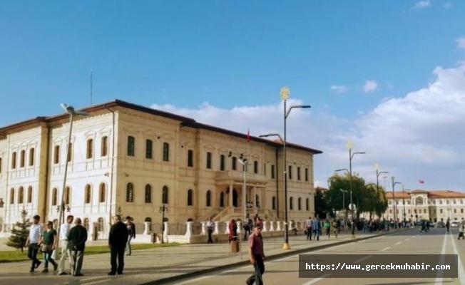 AKP'li belediyeden skandal adım! İstiklal gitti, Mursi geldi