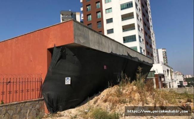 Vatandaşın şikayet ettiği metruk binanın etrafı çevrildi