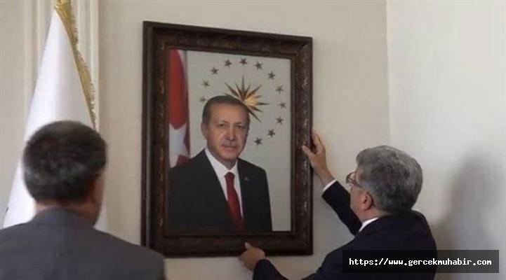 Van kayyumunun ilk icraatı: Atatürk'ün resmini indirip Erdoğan'ın fotoğrafını asmak oldu!