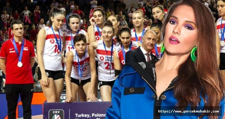 Demet Akalın'dan A Milli Voleybol Takımı'nın koçuna dikkat çeken yorum: Keşke Türk olsaydı