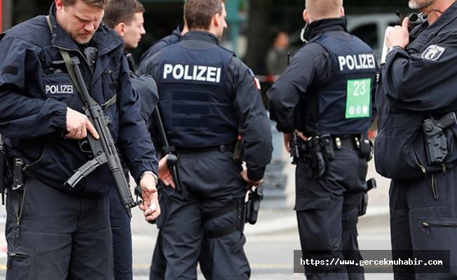 Berlin'de Türk diplomata ait araç kundaklandı