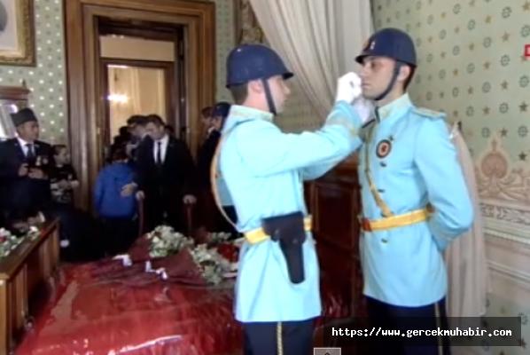 Dolmabahçe'deki törende Mehmetçik gözyaşlarını tutamadı