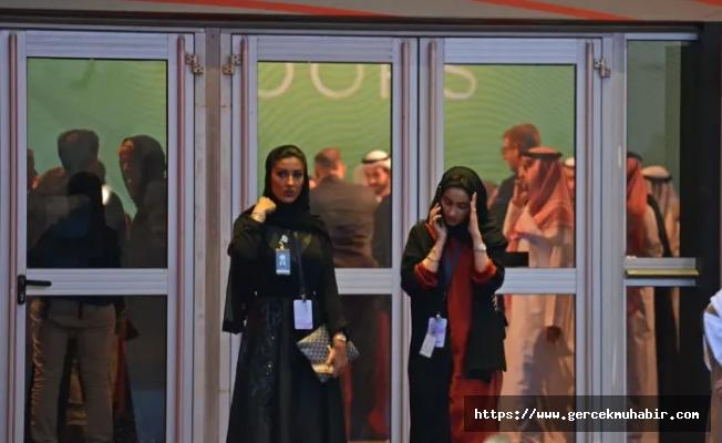 2019 biterken Suudi Arabistan'da yenilik; Kadınlar ve erkekler lokantaya aynı kapıdan girebilecek