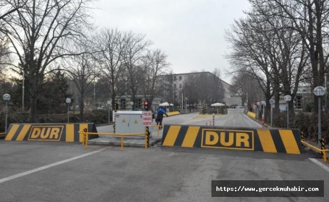 Meclis Çankaya Kapısında Bir Vatandaş Kendini Yakma İstedi, Polis Engel Oldu