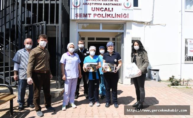 Konyaaltı Belediyesi'nden maske ve koruyucu gözlük