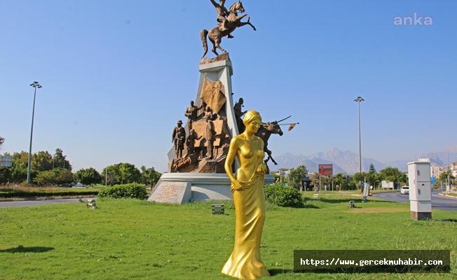 Altın Portakal'ın 57. Yılına Özel Hazırlanan 57 Venüs Heykeli, Kenti Süslüyor