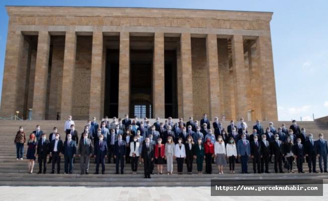 CHP Lideri Kılıçdaroğlu ve Parti Yönetimi 97'nci Kuruluş Yıl Dönümünde ATA'nın Huzurunda