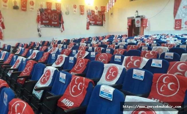 MHP İlçe Kongresi'nde, O isimlerin Fotoğrafları Bayraklarla Kapatıldı