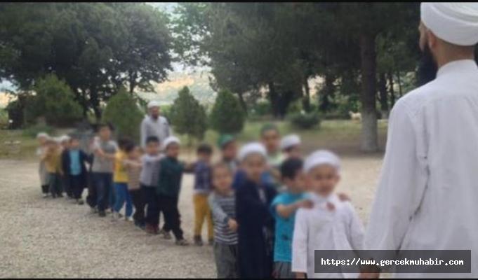 """""""Türkiye'de bir milyon civarında çocuk tarikatların elinde"""""""