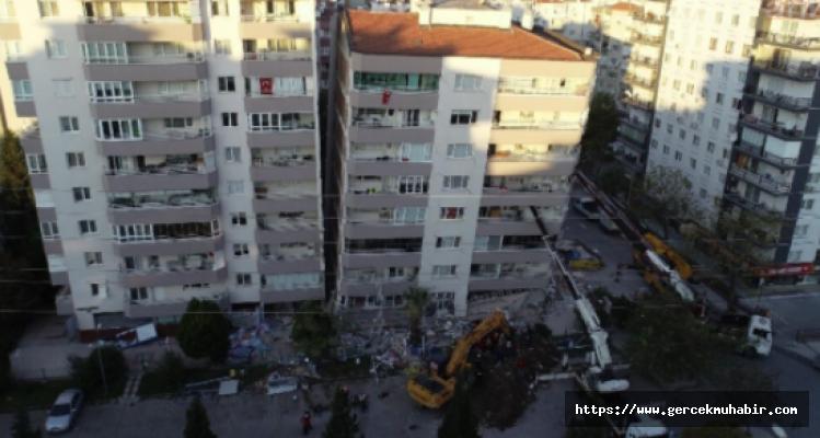 Depremde İlk 3 Katı Çöken Bina Vinçlerle Desteklendi