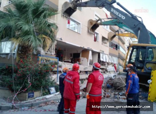 Efeler Belediyesi Ekipleri İzmir'de Enkazdan 2 Kişiyi Kurtardı