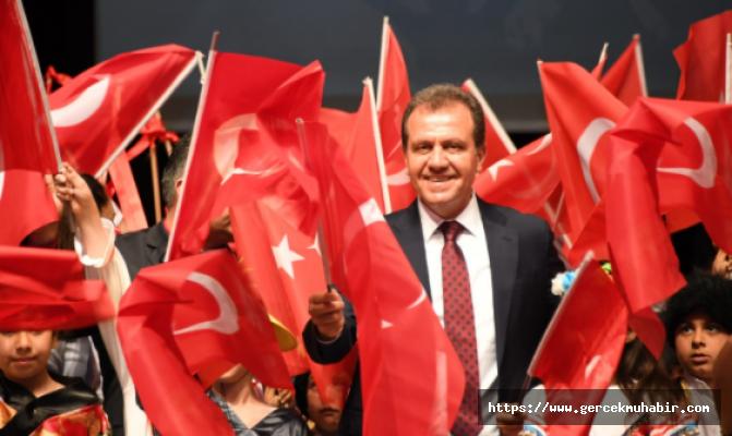 """Vahap Seçer: """"Cumhuriyet, Cehalete, Yoksulluğa, Çaresizliğe Karşı Verilen Mücadelenin Diğer Adıdır"""""""