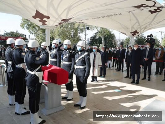 Burhan Kuzu İstanbul'da Toprağa Verildi