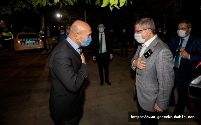 Davutoğlu'ndan Tunç Soyer'e Geçmiş Olsun Ziyareti