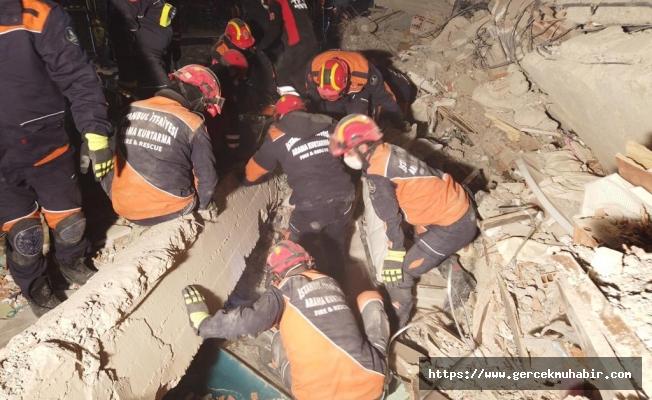 İzmir'de can kaybı 60'a yükseldi, 940 yaralı var
