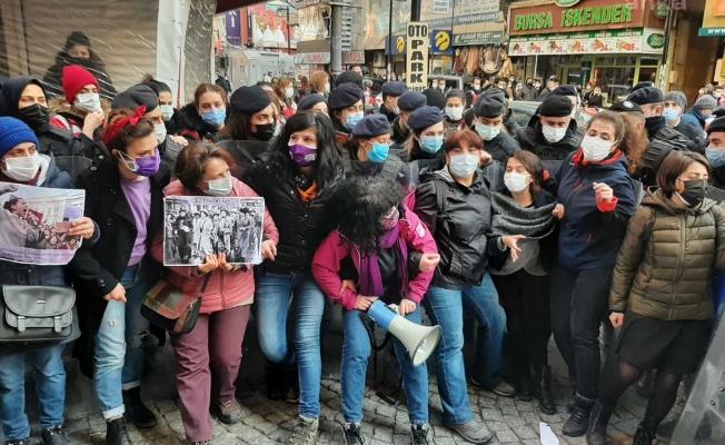 Avcılar'da kadınların '8 Mart sergisine' polis engeli