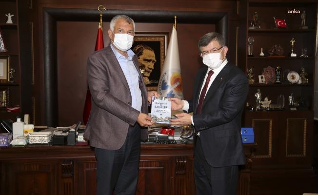 Ahmet Davutoğlu'ndan Adana Büyükşehir Belediye Başkanı Zeydan Karalar'a ziyaret