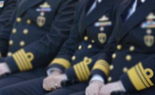 Askeri üniforması üzerinde, sarık ve cüppe ile fotoğrafları ortaya çıkan Tuğamiral, Deniz Harp Okulu mezunu değilmiş