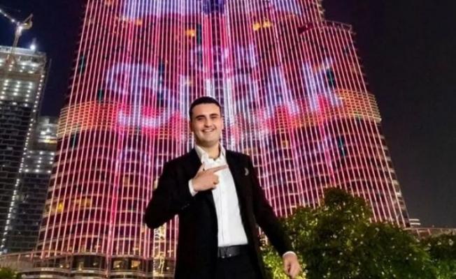 CZN Burak paylaştı; Dubai'deki şubesine 'en iyi restoran' ödülü