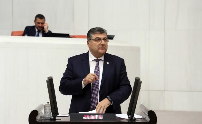 """Milletvekili Sındır; """"Dökme zeytinyağına ihracat yasağı, üreticiye de ihracatçıya da zarar!"""""""