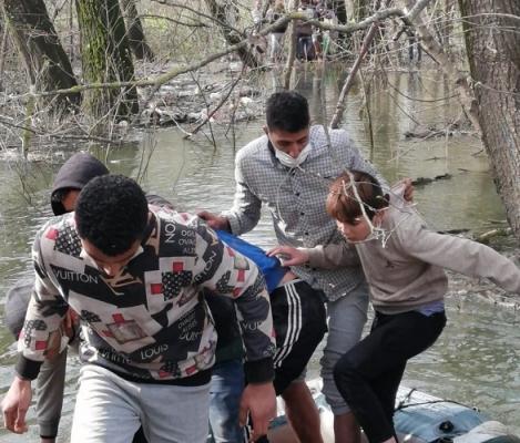 MSB: Botları Devrilen 30 Kişilik Göçmen Grubu Kurtarıldı