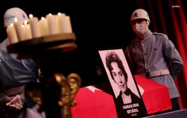Ünlü Opera ve Tiyatro Oyuncusu Handan Ertuğrul, İstanbul'da Toprağa Verildi