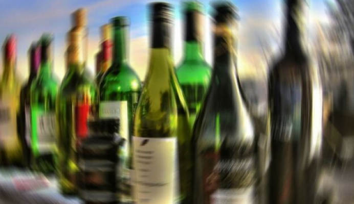 Alkol sattığı için gözaltına alınan esnaf: Uyuşturucu satıcısına böyle baskın olmuyor