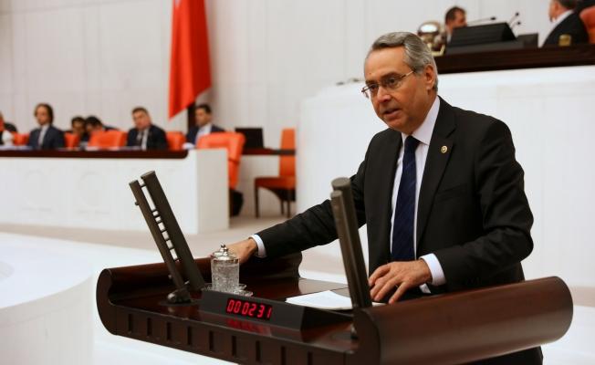 "CHP'li Zeybek: ""Semt pazarları kapalı çiftçi mağdur, vatandaş mağdur, AKP mağrur"""