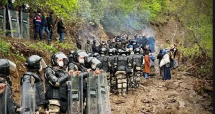 Deniz Zeyrek: Bazalt taş ocağının sahibi meğer devletimizmiş, ancak belgedeki iletişim adresi ise Cengiz Holding'miş