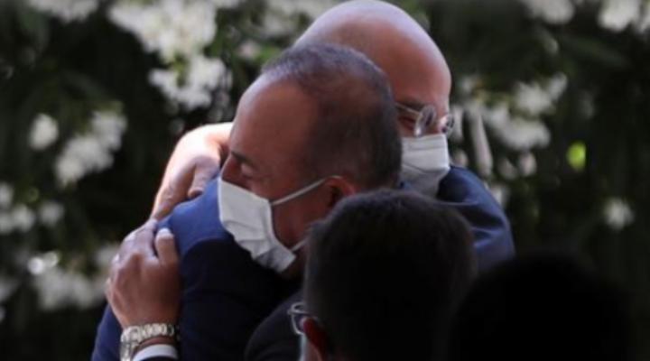 Yunanistan Dışişleri Bakanı Dendias, Çavuşoğlu ile kucaklaşmasını anlattı