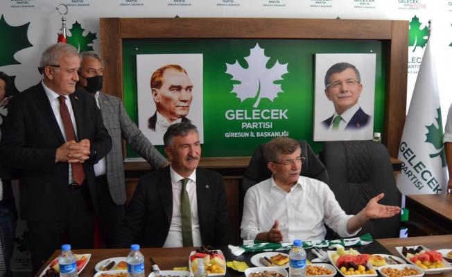 """Ahmet Davutoğlu'ndan AKP iktidarına: """"Devleti 3-5 çeteye, 3-5 yolsuza peşkeş çektiler"""""""