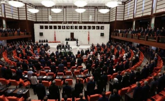 """AKP'li vekiller Erdoğan'dan, muhalif vekillerin konuşma sürelerinin """"Kısıtlanmasını"""" istedi"""