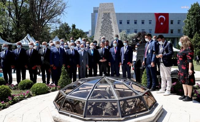 CHP, 15 Temmuz Şehitler Anıtı'nda; ''15 Temmuz Günü Durduğumuz Yerdeyiz''