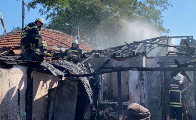 Çorlu'da Çıkan Yangında Ev Küle Döndü