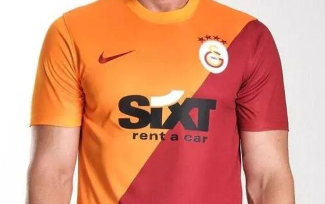 Galatasaray'ın yeni formaları tanıtıldı! (Galatasaray'ın 2021-2022 sezonu formaları fiyatı)