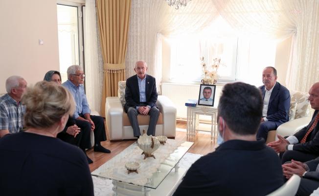 Kılıçdaroğlu'ndan şehit polis Serhan Alışkan'ın ailesine taziye ziyareti