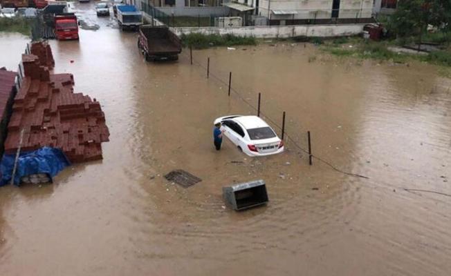 """Rize Valisi Kemal Çeber'den sel açıklaması: """"İki köyü boşalttık"""""""