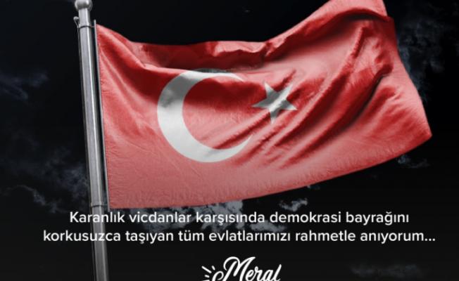"""Akşener'den 12 Eylül Mesajı; """"Demokrasi Bayrağını Korkusuzca Taşıyan Tüm Evlatlarımızı Rahmetle Anıyorum"""""""