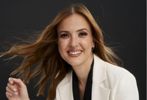 Başarılı sunucu Simge Fıstıkoğlu: Her daim mutlu, olumlu olma zorunluluğuna karşıyım