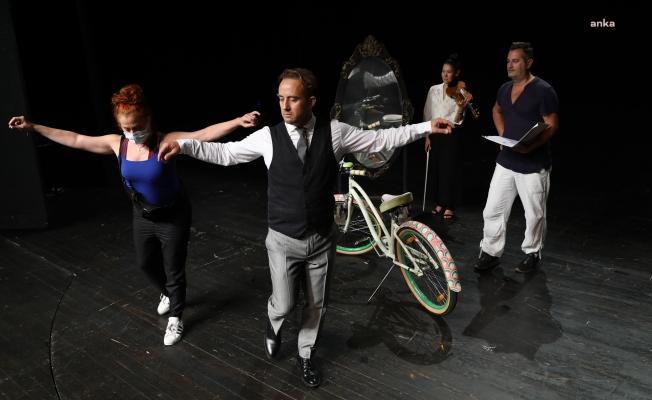 """İBB Şehir Tiyatroları'nın yeni oyunu """"Maviydi Bisikletim"""" izleyici ile buluşuyor"""