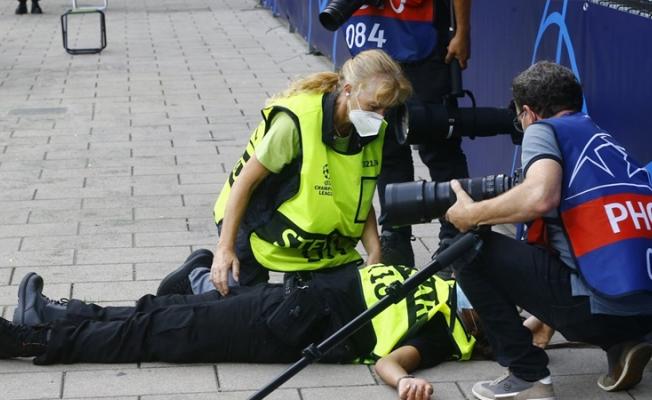 Cristiano Ronaldo'nun şutu kadın güvenlik görevlisini bayılttı!