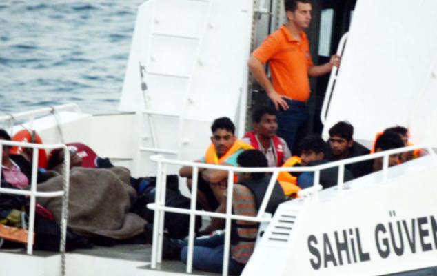 Yunanistan'ın açık denizde kaderine terk ettiği 39 göçmen kurtarıldı